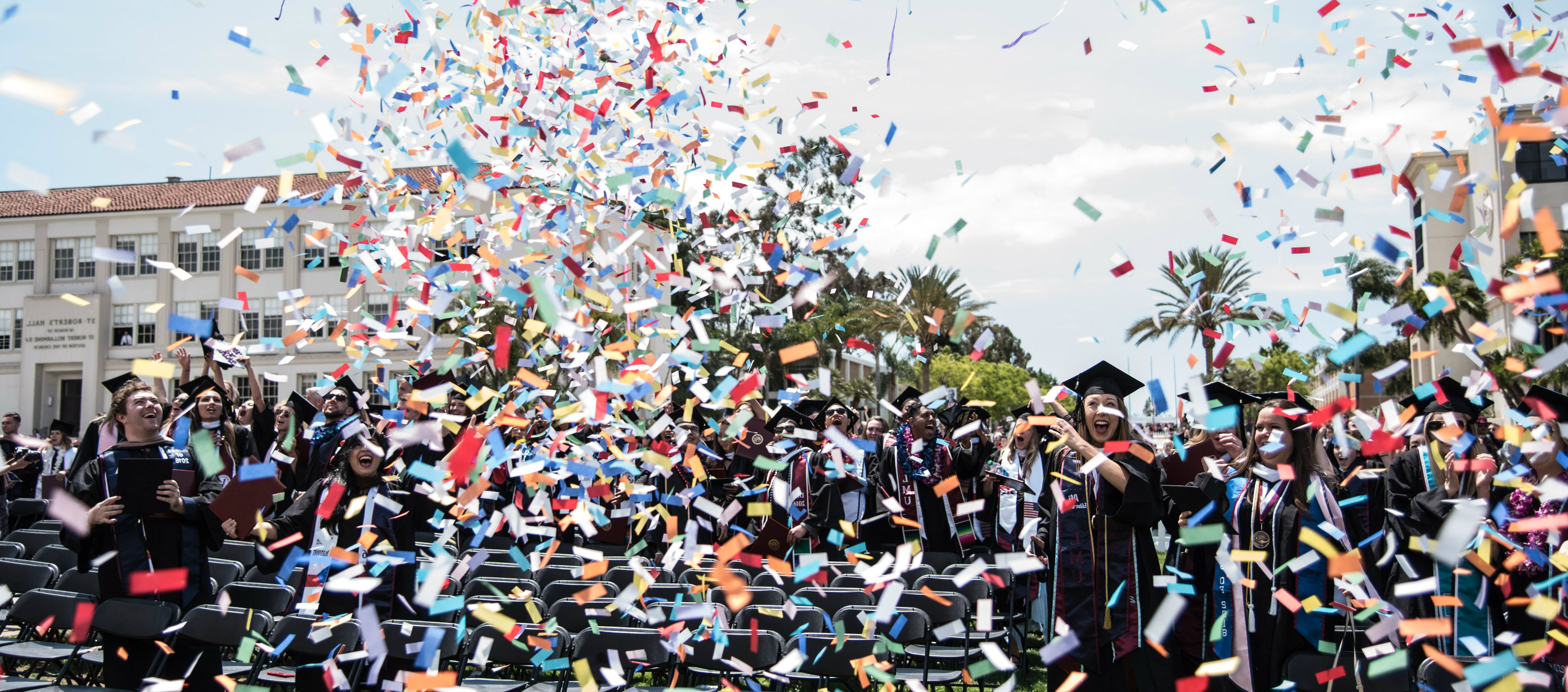 Photo of commencement with confetti for the LACB咨询中心